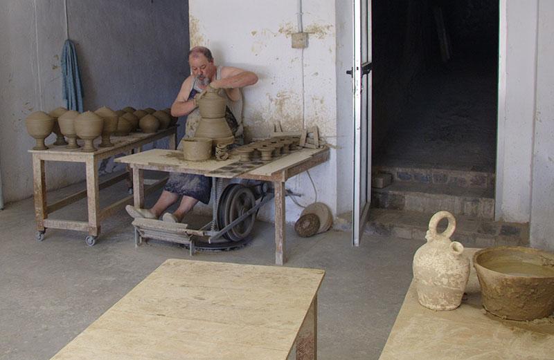 Trabajando En El Torno. J.Pedro Moll. 2011