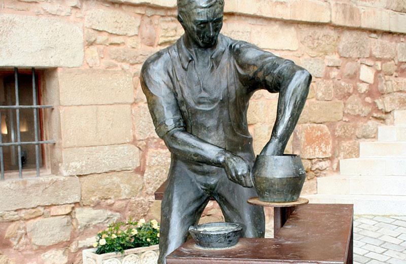 Elemento Patrimonial (escultura Alfarero)