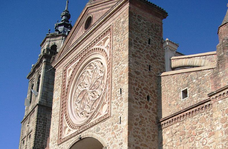 Fachada De La Colegiata De Sta. María La Mayor.