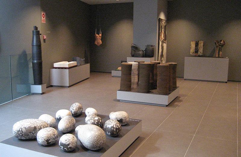 Vista De Una De Las Salas Del Museo De Cerámica (cerámica Contemporánea)