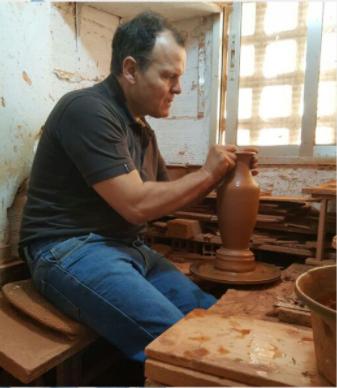 Antonio Hernansanz Modelando En El Torno